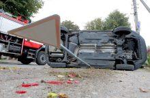 """Per avariją sostinėje apsivertė """"Honda"""""""