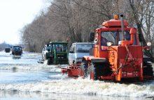 Kyla vandens lygis kelyje Šilutė–Rusnė <span style=color:red;>(draudžiamas eismas)</span>