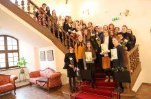 Jaunieji tapytojai pagerbti Raudondvario pilyje