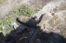 Gruzdiškės kaimo gyventojo sodyboje – sprogmenys ir tanko dalys
