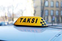 Taksi perėjoje partrenkė girtą pėsčiąją