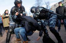 Rusijoje tūkstančiai žmonių protestuoja prieš korupciją, sulaikytas A. Navalnas