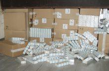 Nuo pareigūnų spruko palikę 55 tūkst. eurų vertės cigaretes