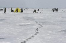Kuršių marių ledas žvejų nebevilioja