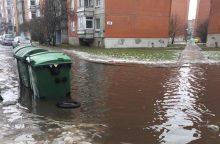 Į daugiabučio kiemą – tik su valtimi?