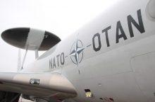 NATO bataliono karius atskraidinęs lėktuvas Vilniuje nesileido dėl ledo