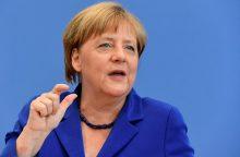 Po išpuolių A. Merkel vis dar nenori keisti pabėgėlių politikos