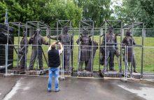 Žaliojo tilto skulptūrų klausimas įstrigo Vilniaus savivaldybėje