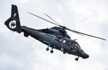 Lietuvos kariuomenės sraigtasparnis Latvijoje ieško skęstančio žmogaus