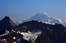 Ant Monblano ledyno rasti trys lavonai