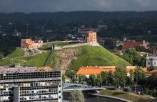 Dėl Gedimino kalno skelbiama ekstremali situacija, perspėjama dėl grėsmės piliai