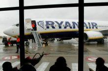 """""""Ryanair"""" perspėjo galinti perkelti lėktuvus ir bazes į kitas ES šalis"""