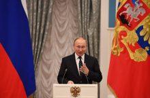 Kremlius piktinasi V. Putino lyginimu su A. Hitleriu