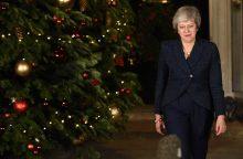 """Britų spauda Th. May laimėtą balsavimą laiko """"Pyro pergale"""""""