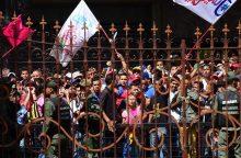 Venesueliečiai spaudimą prezidentui didina 12 valandų streiku