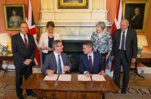 Likti valdžioje siekianti T. May pasirašė susitarimą su Šiaurės Airijos partija