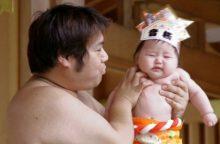 Japonijoje rengiamos kūdikių verkimo rungtynės