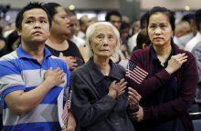 103 metų kambodžietė tapo JAV piliete