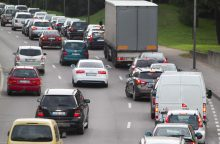 Žada imtis priemonių prieš kainas keliančius transporto draudikus