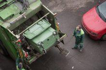 Tarp šiukšlių konteinerių – miręs vyras