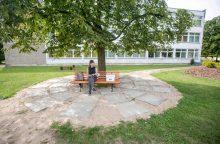 Palemono biblioteka kviečia prisėsti ant skaitymo suoliuko
