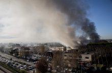 Italijos šiukšlių krizę pakurstė gaisras atliekų tvarkymo gamykloje