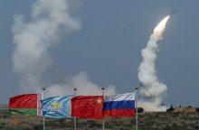 S. Lavrovas: sprendimas dėl gynybos sistemų S-300 dislokavimo Sirijoje dar nepriimtas