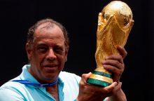 Mirė Brazilijos futbolo legenda C. Alberto
