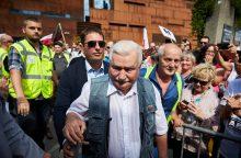 "L. Walesa ragina lenkus ""visomis priemonėmis"" ginti demokratiją"