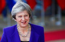 """Th. May išvyko į Briuselį toliau kovoti dėl """"Brexit"""" susitarimo"""