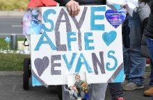 Mirtinai sergančio mažylio tėvai pralaimėjo teisinę kovą dėl jo gyvybės palaikymo