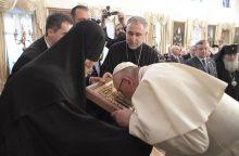 Vizitą Kaukazo regione pradedantis popiežius ragina gerbti nacionalinį suverenitetą