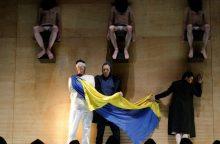 """""""Auksiniais scenos kryžiais"""" pasidabino G. Krameris ir opera """"Don Karlas"""""""