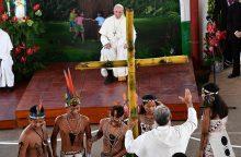 Popiežius: Amazonės drėgnųjų atogrąžų miškų regiono žmonėms iškilusi didžiulė grėsmė