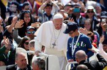 Popiežius katalikus paragino skleisti tikėjimą