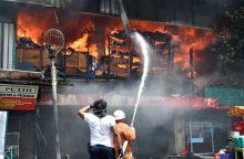 Istorinį Indonezijos turgų niokoja didžiulis gaisras