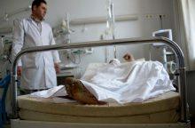 Talibanui užpuolus armijos bazę žuvo ar sužeista per 100 karių