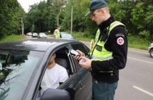 Prie vairo sėdo teisės vairuoti neatgavęs vyras