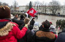 Žmonės sostinėje rinkosi atiduoti pagarbą Lietuvos kariuomenei