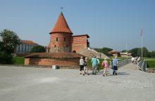 Kauno pilį griauna vėjai ir vandalai