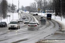 Vakarų Lietuvoje eismo sąlygas sunkina sniegas ir plikledis