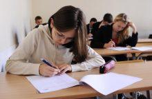 Abiturientai laiko rusų kalbos egzaminą