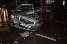 """Senamiestyje susidūrė """"Hyundai"""" ir """"Toyota"""", dvi merginos išvežtos į Klinikas"""